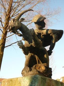 Bokkenrijder statue